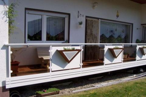 G042-Glas-Aluminium-Balkone-Balkongelaender-Rieb-Balkone-Wartungsfrei-Gelaender-Nie-mehr-Streichen