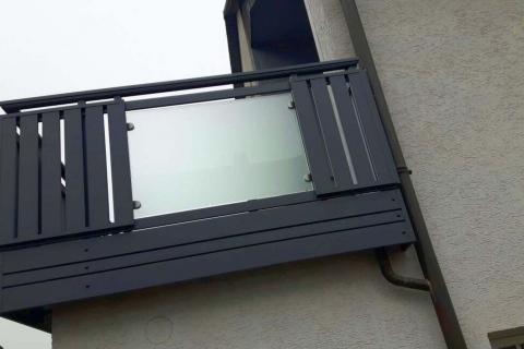 G043-Glas-Aluminium-Balkone-Balkongelaender-Rieb-Balkone-Wartungsfrei-Gelaender-Nie-mehr-Streichen