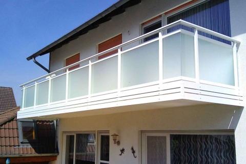 G044-Glas-Aluminium-Balkone-Balkongelaender-Rieb-Balkone-Wartungsfrei-Gelaender-Nie-mehr-Streichen