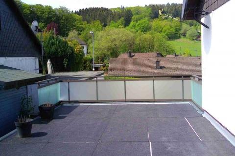 G046-Glas-Aluminium-Balkone-Balkongelaender-Rieb-Balkone-Wartungsfrei-Gelaender-Nie-mehr-Streichen