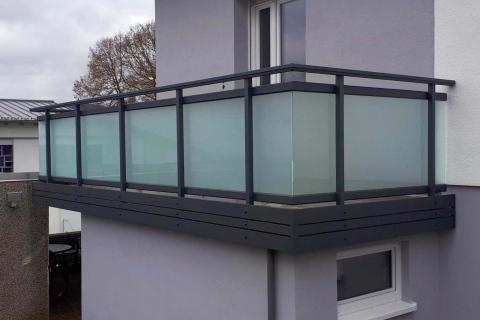 G188-Glas-Aluminium-Balkone-Balkongelaender-Rieb-Balkone-Wartungsfrei-Gelaender-Nie-mehr-Streichen