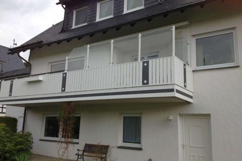 T015-Aluminium-Balkone-Balkongelaender-Rieb-Balkone-Wartungsfrei-Gelaender-Nie-mehr-Streichen