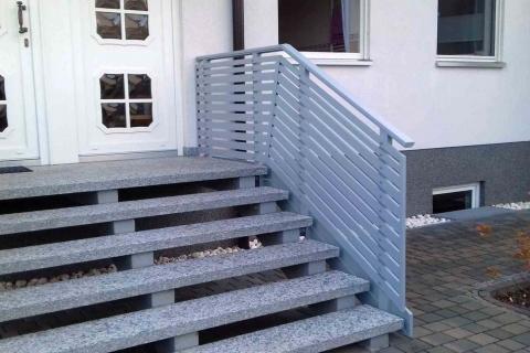 T017-Aluminium-Balkone-Balkongelaender-Rieb-Balkone-Wartungsfrei-Gelaender-Nie-mehr-Streichen