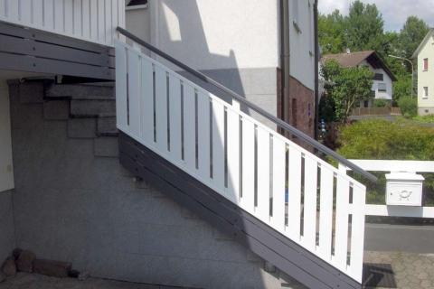 T027-Aluminium-Balkone-Balkongelaender-Rieb-Balkone-Wartungsfrei-Gelaender-Nie-mehr-Streichen