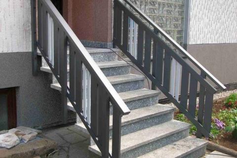 T028-Aluminium-Balkone-Balkongelaender-Rieb-Balkone-Wartungsfrei-Gelaender-Nie-mehr-Streichen