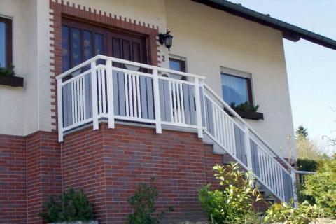 T041-Aluminium-Balkone-Balkongelaender-Rieb-Balkone-Wartungsfrei-Gelaender-Nie-mehr-Streichen