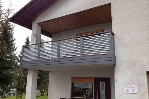 W015-Waagerecht-Aluminium-Balkone-Balkongelaender-Rieb-Balkone-Wartungsfrei-Gelaender-Nie-mehr-Streichen