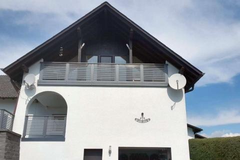 W172-Waagerecht-Aluminium-Balkone-Balkongelaender-Rieb-Balkone-Wartungsfrei-Gelaender-Nie-mehr-Streichen