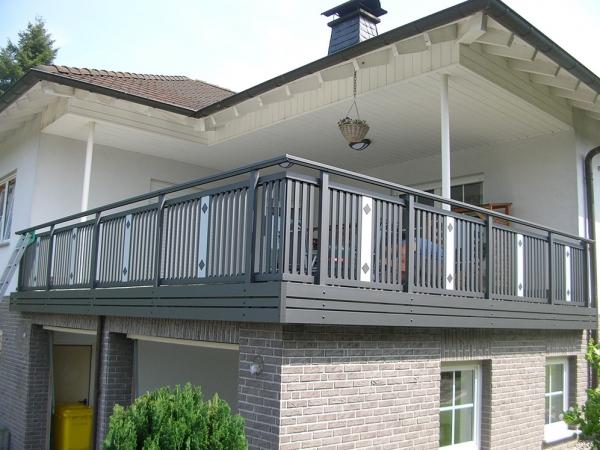 R001-System3000-Rieb-Balkone-Geländer-Aluminium-Wartungsfrei-Balkongeländer-Renovierung-Witterungsbeständig