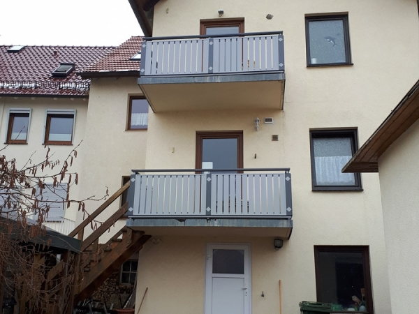 R024-Berlin-Rieb-Balkone-Geländer-Aluminium-Wartungsfrei-Balkongeländer-Renovierung-Witterungsbeständig
