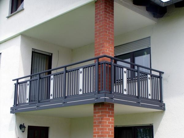 R030-System3000-Rieb-Balkone-Geländer-Aluminium-Wartungsfrei-Balkongeländer-Renovierung-Witterungsbeständig.jpg