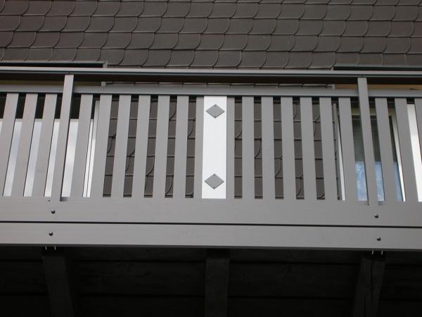 R057-System3000-Rieb-Balkone-Geländer-Aluminium-Wartungsfrei-Balkongeländer-Renovierung-Witterungsbeständig