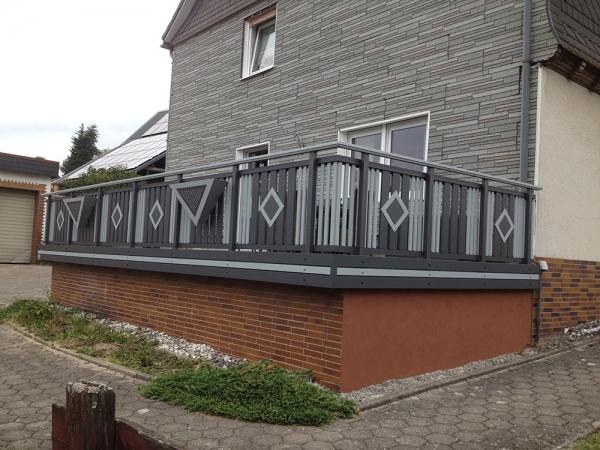 R083-System3000-Rieb-Balkone-Geländer-Aluminium-Wartungsfrei-Balkongeländer-Renovierung-Witterungsbeständig