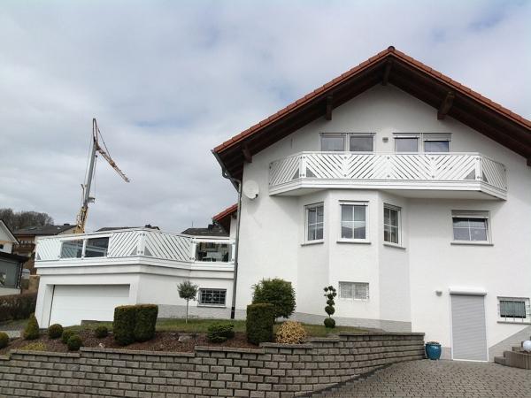 R001-Franken-Rieb-Balkone-Geländer-Aluminium-Wartungsfrei-Balkongeländer-Renovierung-Witterungsbeständig