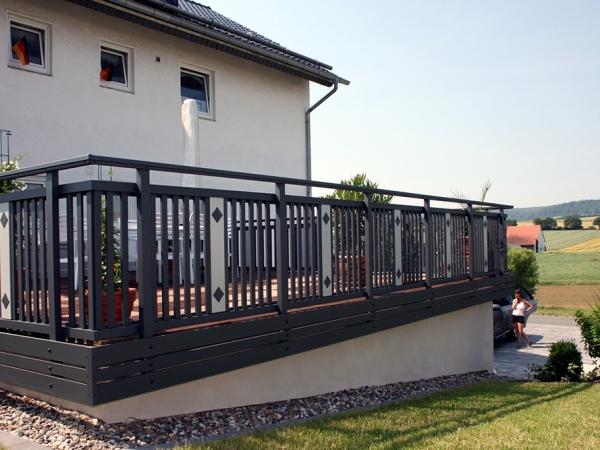 R016-System3000-Rieb-Balkone-Geländer-Aluminium-Wartungsfrei-Balkongeländer-Renovierung-Witterungsbeständig