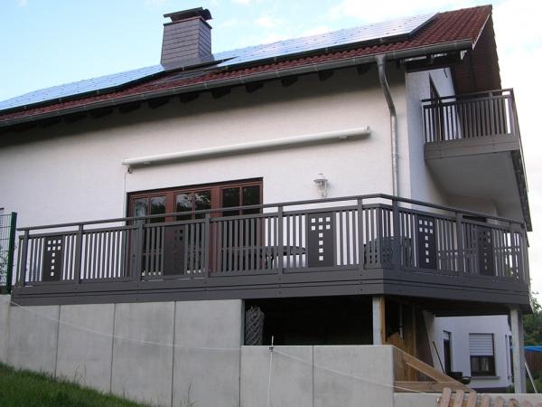 R025-System3000-Rieb-Balkone-Geländer-Aluminium-Wartungsfrei-Balkongeländer-Renovierung-Witterungsbeständig