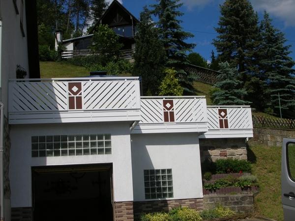 R026-Franken-Rieb-Balkone-Geländer-Aluminium-Wartungsfrei-Balkongeländer-Renovierung-Witterungsbeständig