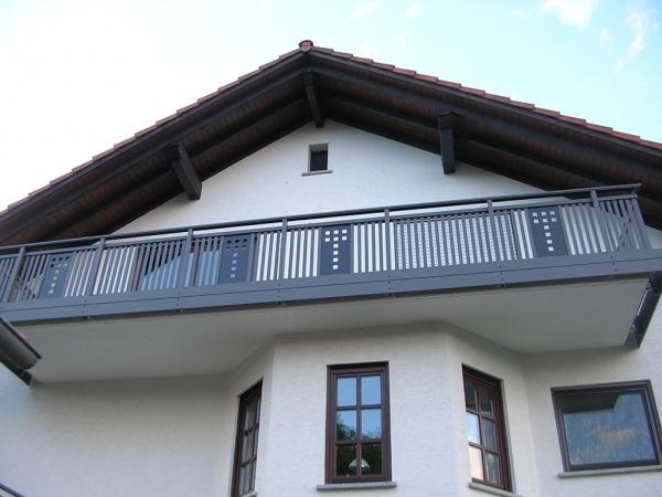 R056-System3000-Rieb-Balkone-Geländer-Aluminium-Wartungsfrei-Balkongeländer-Renovierung-Witterungsbeständig