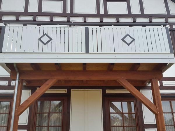 R058-Berlin-Rieb-Balkone-Geländer-Aluminium-Wartungsfrei-Balkongeländer-Renovierung-Witterungsbeständig