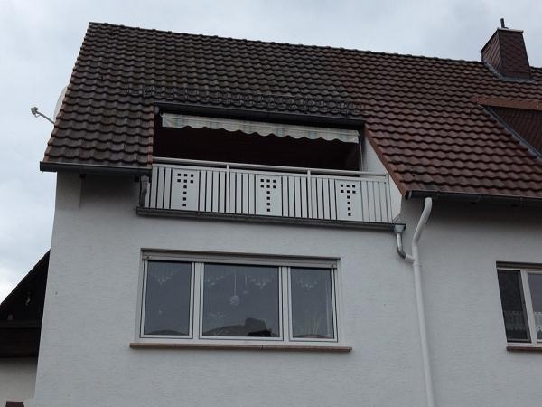 R067-System3000-Rieb-Balkone-Geländer-Aluminium-Wartungsfrei-Balkongeländer-Renovierung-Witterungsbeständig